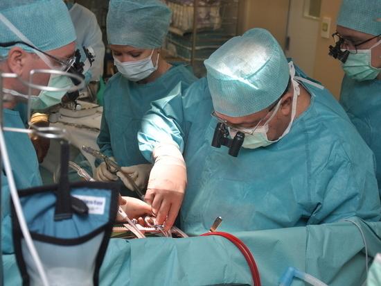 В Петербурге врачи во время родов удалят пациентке злокачественную опухоль