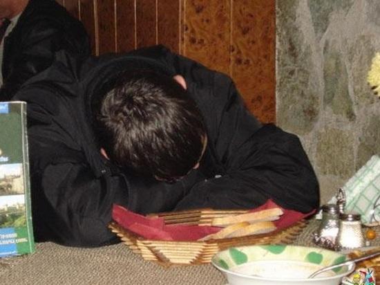 Жительница Фурманова продолжила «банкет», украв у знакомого десять тысяч рублей