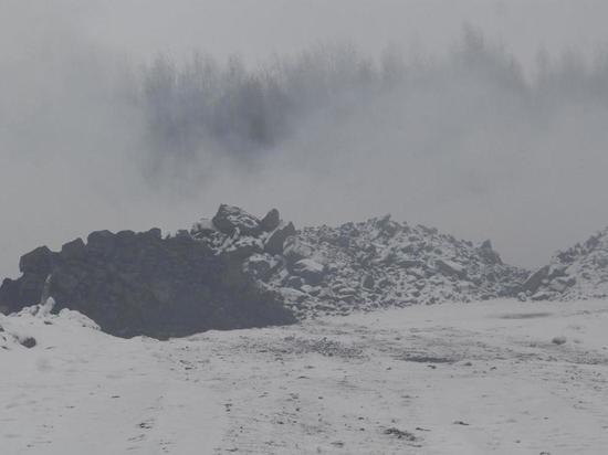 В Курской области несколько дней горит мусорный полигон