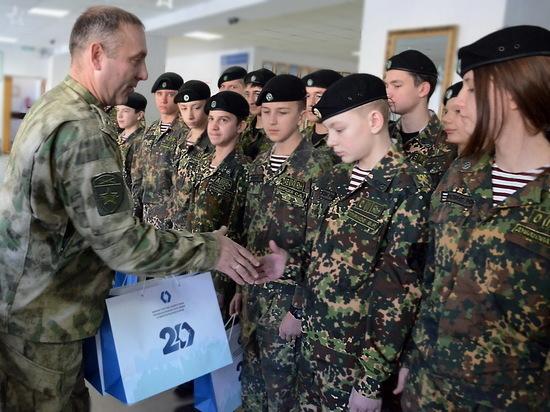 Ставропольские кадеты — отличники получили подарки от рогвардейцев