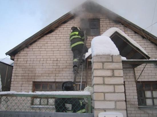 В Ефремове сгорел жилой дом