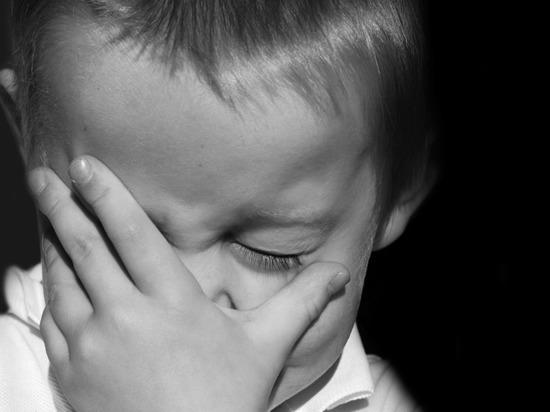 Четырехлетний мальчик получил травму головы, упав в лестничный проем в детском центре