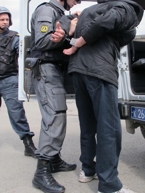 В Новокузнецке в кафе ворвался босой окровавленный мужчина с ножом