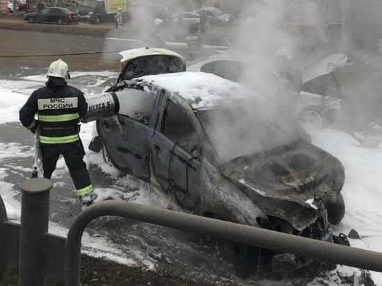 В Астрахани произошла крупная авария. Сгорел автомобиль