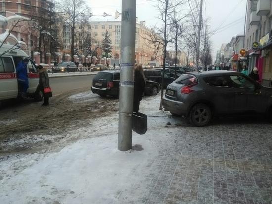 Иномарка вылетела на тротуар и сбила пешехода в центре Калуги