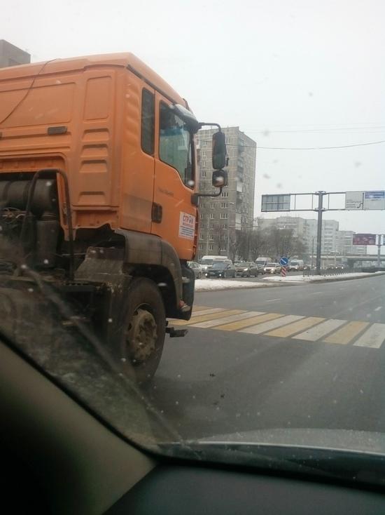 В Калининграде на Московском проспекте столкнулись три автомобиля