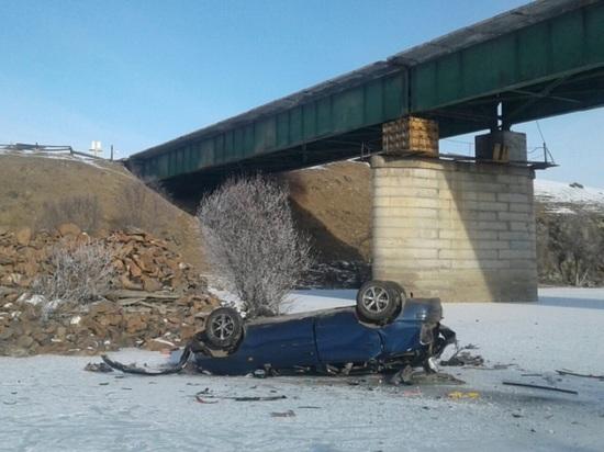 В Бурятии водитель иномарки выехал с моста в реку и погиб