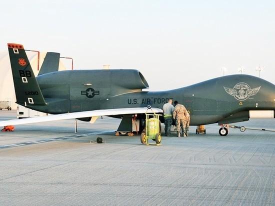 Летают по двое: самолет и беспилотник США заметили над Крымом