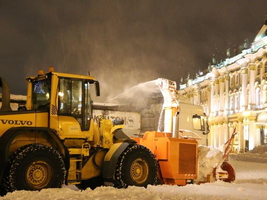 В Петербурге за сутки вывезли 57 тысяч кубометров снега