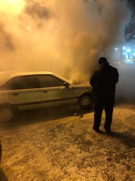 В Центре Иваново, на парковке у гипермаркета сгорела иномарка