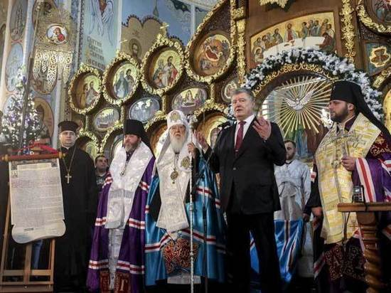 Порошенко захотел передать Константинополю храм с могилой основателя Москвы