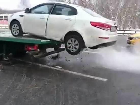 Водитель машины, «спрыгнувшей» с эвакуатора, объяснил свой побег