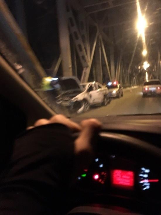 На Императорском мосту Ульяновска перевернулась иномарка