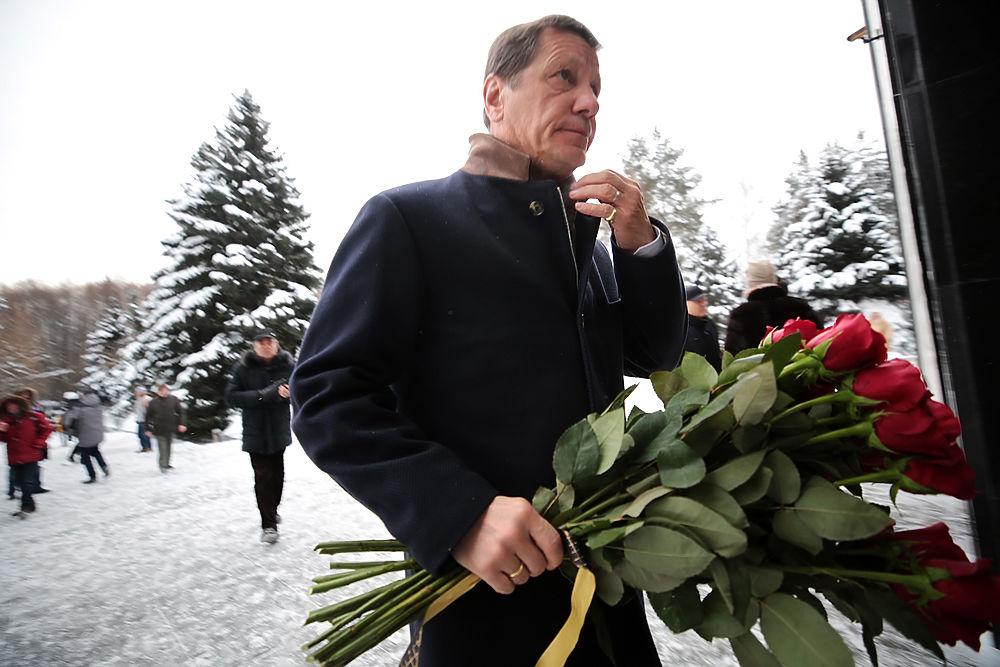Жириновский, Зюганов, Нарышкин на прощании с Анатолием Лукьяновым: траурные кадры