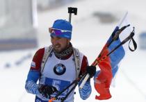 Через три часа после исторической победы наших биатлонисток на финишную прямую стадиона в Оберхофе выкатывался Александр Логинов