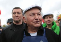 Лужков назвал бредом слухи о намерении пройти в Мосгордуму