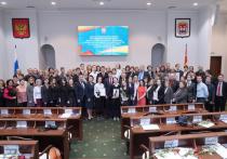 «Губернаторские» стипендии в этом году получат 135 калининградских школьников, отличившихся в науке