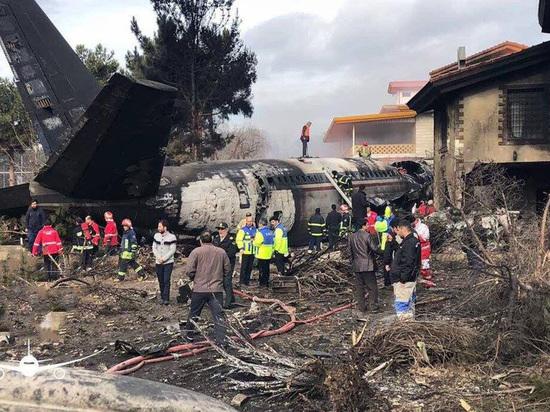 Самолет из Кыргызстана рухнул в пригороде Тегерана