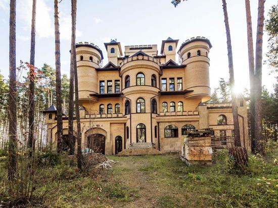 Новосибирец выставил на продажу коттедж за 135 млн рублей