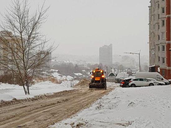 Около сотни спецмашин устраняют последствия мощного снегопада в Чебоксарах