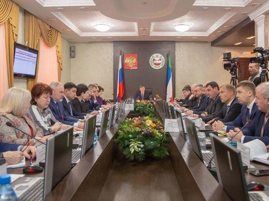 В Хакасии прокомментировали информацию об огромных премиях членам правительства