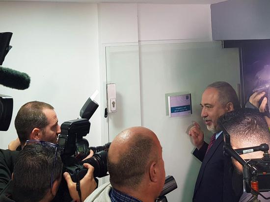 Авигдор Либерман открыл депутатскую приемную в Сдероте