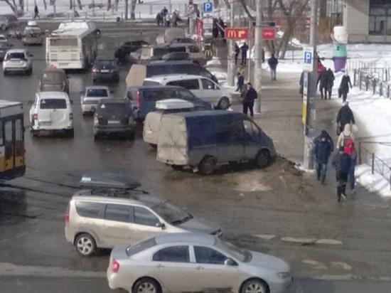 Очередной рейд в Перми вновь выявил таксистов-нелегалов