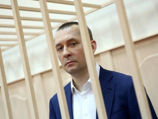Полковник Захарченко в ответ гособвинителю предложил расстрелять себя