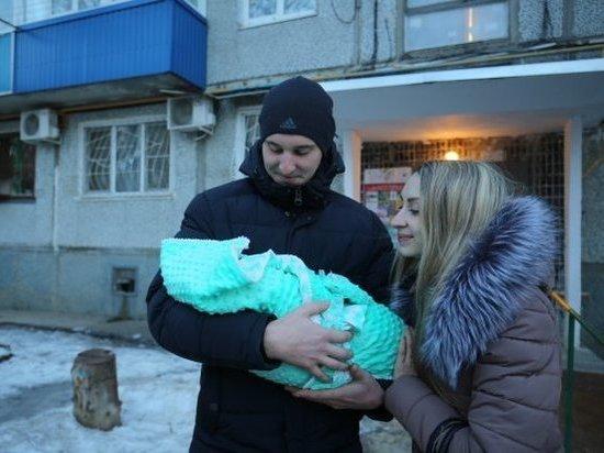 В Волгограде молодые семьи начали получать удвоенное пособие за первенца