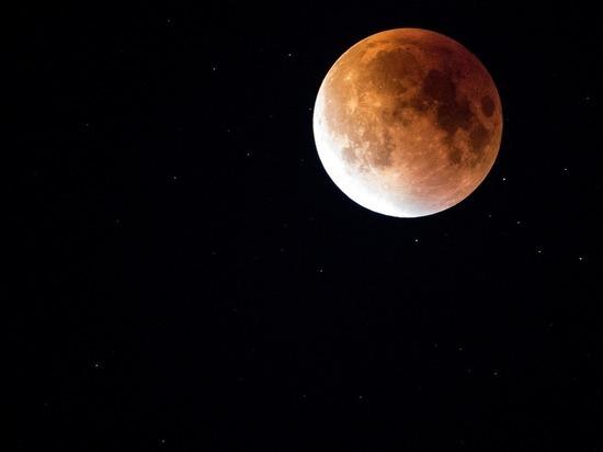 На выходных земляне увидят «кровавую суперлуну»
