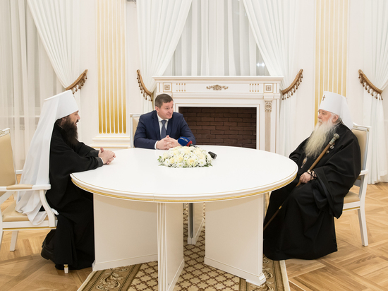 Волгоградский губернатор наградил митрополита Германа