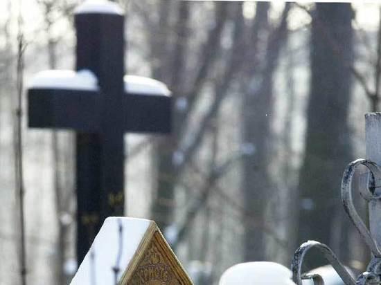 Пенсионер умер на могиле любимой жены в Москве