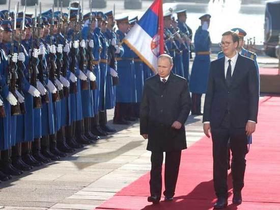 Отец президента Сербии прослезился, когда Путин вручил ему орден