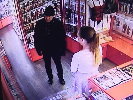 В Новосибирске мужчина разбойничает в секс-шопах