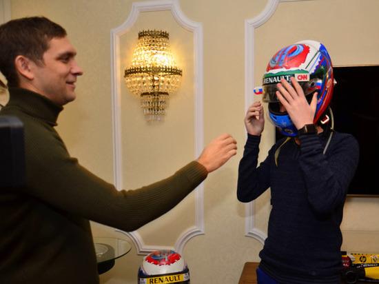 Ямальский студент сыграл в бильярд с пилотом «Формулы-1»