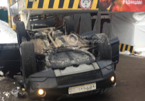 Женщина-водитель рассказала подробности падения авто с парковки: «Тормоза не слушаются»