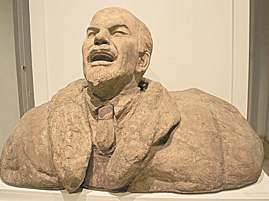 Ленин «изувековеченный»: самые необычные памятники вождю пролетариата