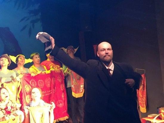 Ленин из Екатеринбурга не был в Мавзолее: актер сыграл памятник