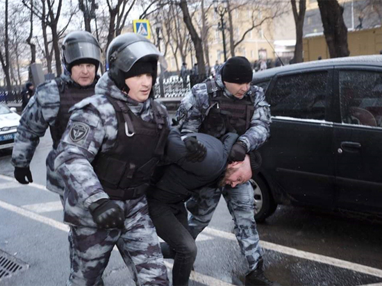 Анти-антифашизм: участников акции памяти Маркелова и Бабуровой ждет суд
