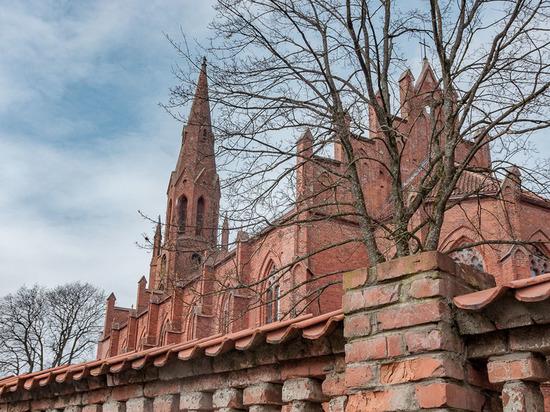 Кирхе города Славска просто не везёт