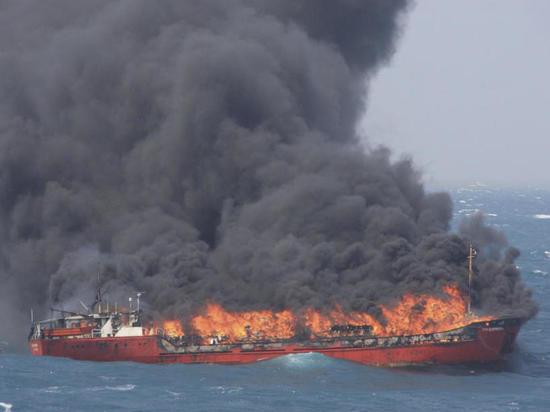 В Керченском проливе загорелись два судна - есть погибшие