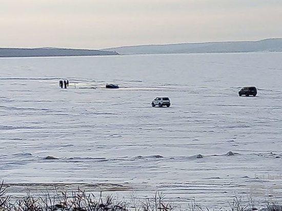 В Братске автомобиль провалился под лед