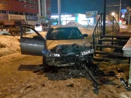 В Тамбове пьяный водитель сбил двух пешеходов и врезался в здание