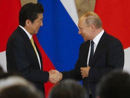 Абэ накануне переговоров с Путиным заказал в отеле коктейль