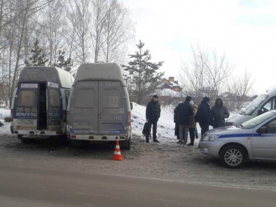 Трое пострадали при аварии маршруток в Новосибирске