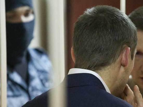 Гособвинитель заподозрила в алкоголизме отца полковника Захарченко