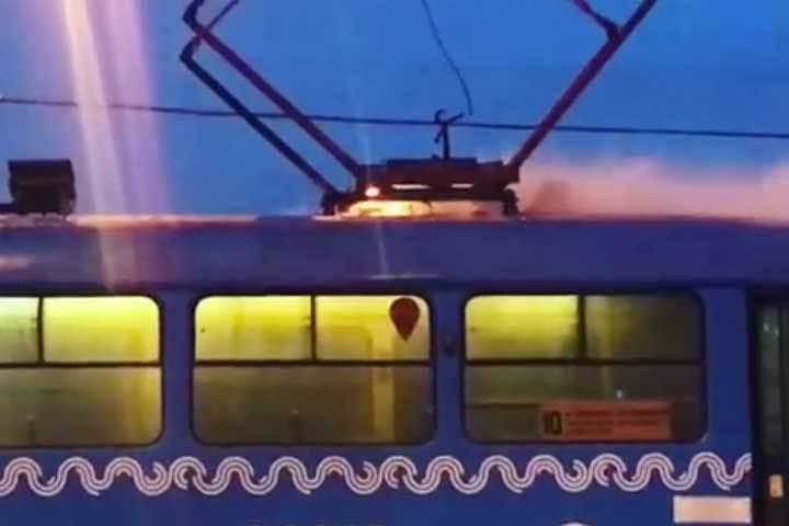 samaya-video-seks-v-tramvaem-v-tualete-negri-trahayut-belimi