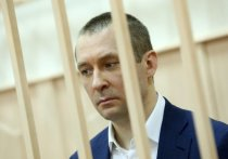 То вареники, то пирожки: подробности допроса отца полковника Захарченко в суде