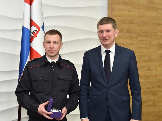 Полицейский Алексей Ваганов одним из первых заметил пожар на Монастырской
