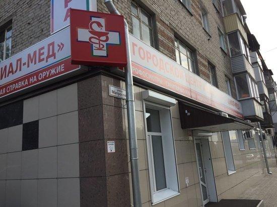 Шприцы и кровавые бинты: жильцы многоэтажки в Барнауле не хотят видеть в своем доме медцентр